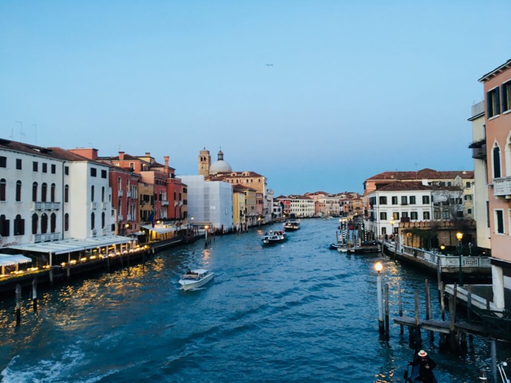 🇮🇹Italy–the Carnival of Venice became official in the Renaissance 文藝復興後成一年一度的威尼斯面具節